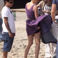 PHOTOS - 90210 saison 4 : Jessica Stroup déshabillée par le vent