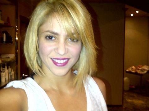 Shakira : une nouvelle coupe de cheveux et numéro 1 sur iTunes (PHOTO)