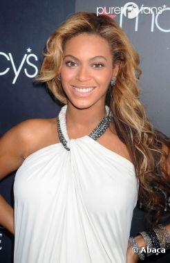 Beyoncé à un évènement avec les boutiques Macy's