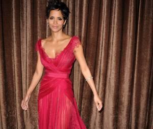 Halle Berry, femme fatale dans sa robe de soirée