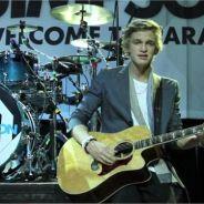 """Cody Simpson dévoile son """"love potentiel"""" avec So Listen version acoustique. On craque !!! (VIDEO)"""