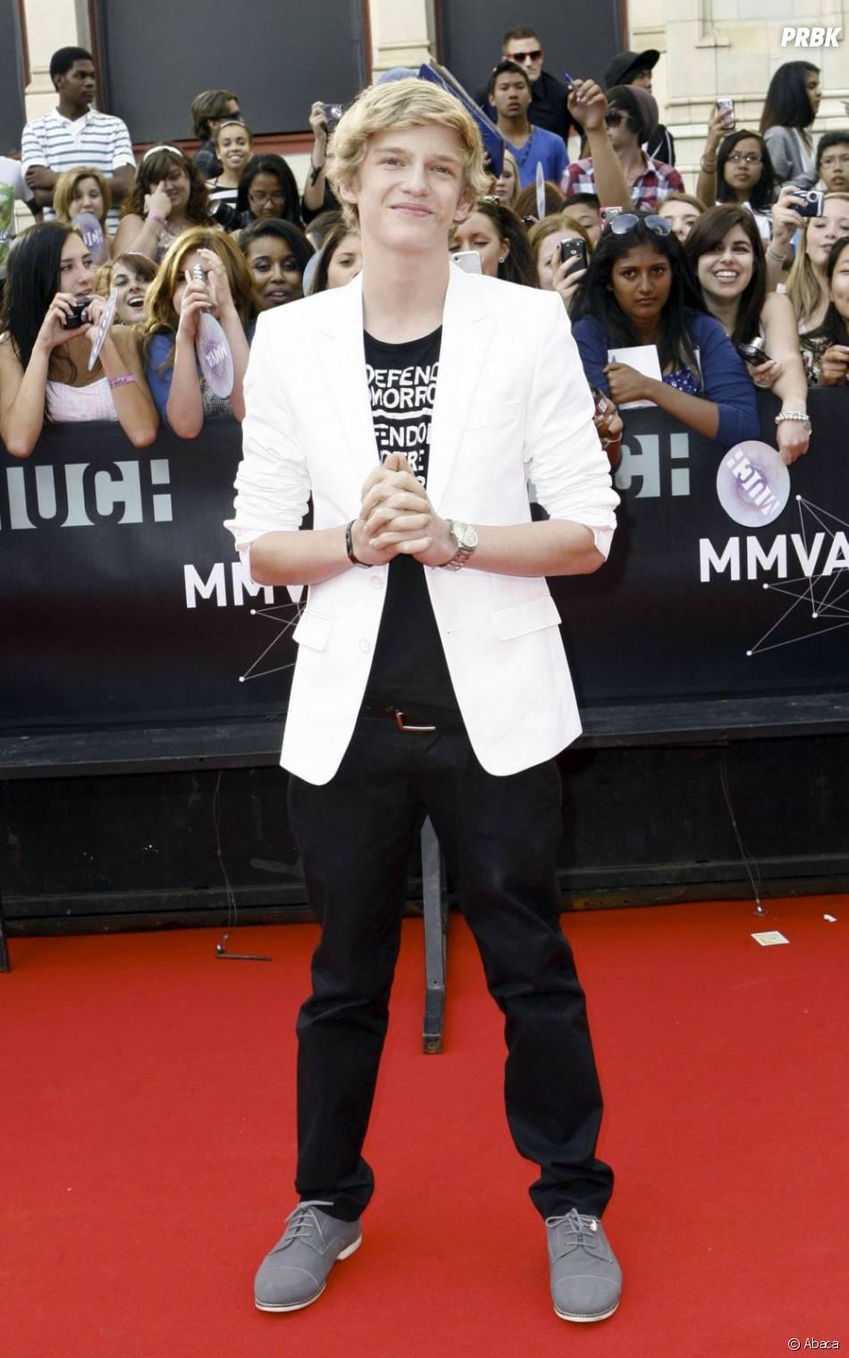 Cody Simpson sur le tapis rouge, très rouge !