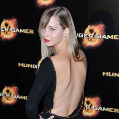 Hunger Games : Jennifer Lawrence et son dos nu mettent le feu à Paris (PHOTOS)