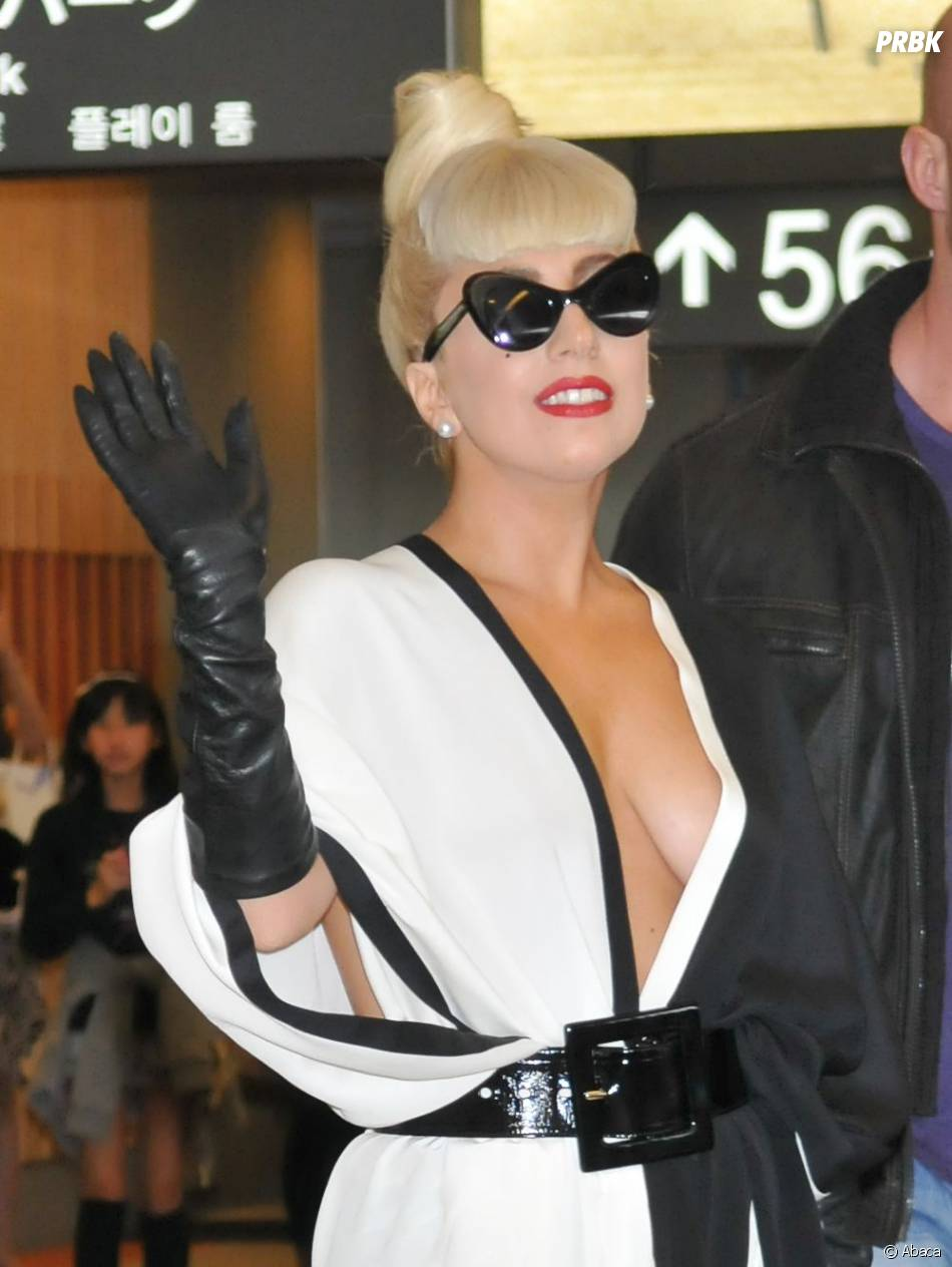 Lady Gaga et son décolleté plongeant