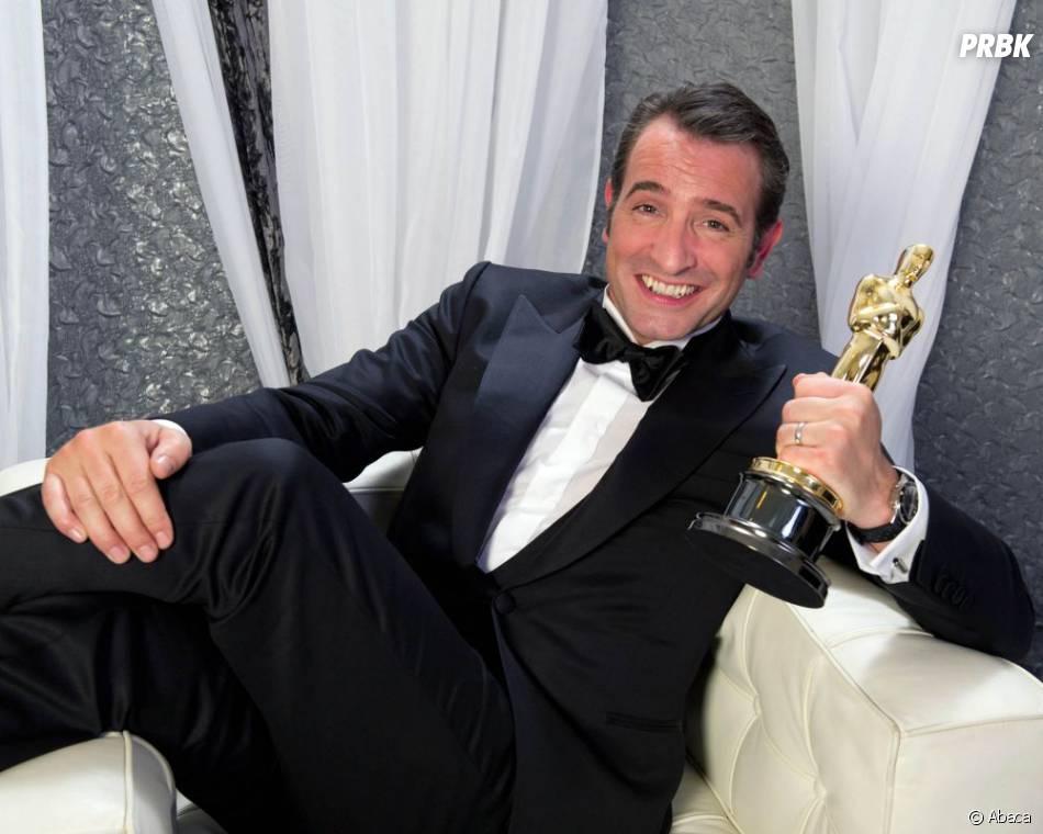 Jean Dujardin visiblement très fier de son Oscar
