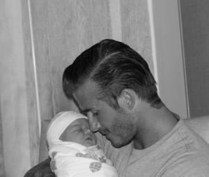 Harper Beckham dans les bras de son papa David