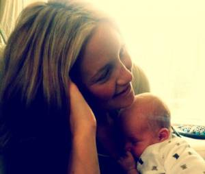 Kate Hudson fait un câlin à son fils Bingham