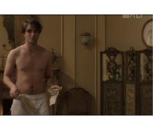 Nouvel extrait de Bel Ami avec un Robert Pattinson sans chemise