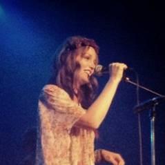 Leighton Meester : la Gossip Girl sur scène pendant ses vacances ! (PHOTOS)