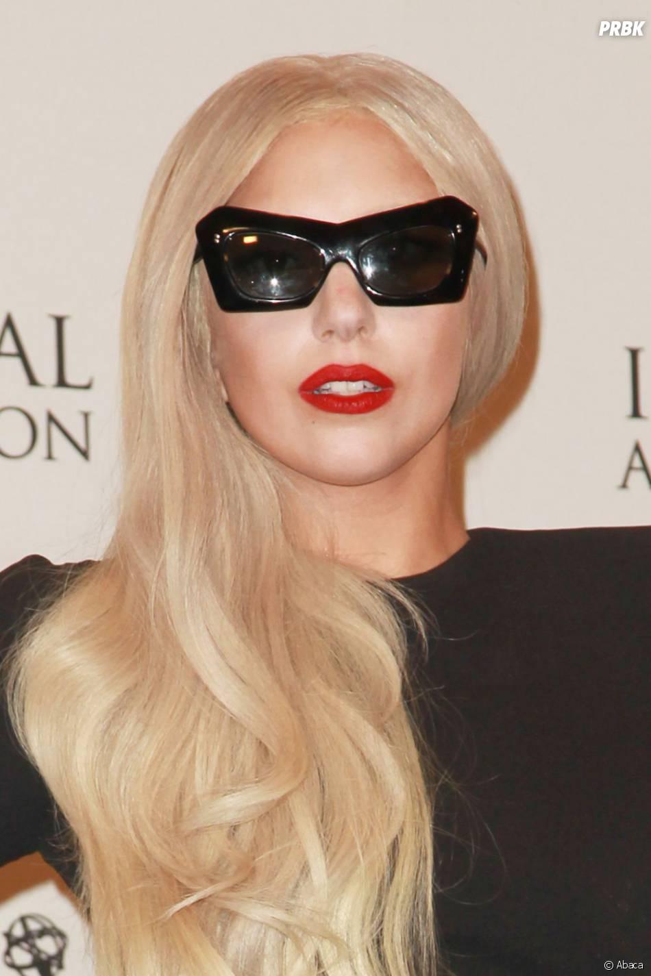 Lady Gaga reçoit des cadeaux bizarres de la part de ses fans !