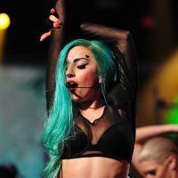 Lady Gaga : ses fans lui offrent un cadeau très hot ! (VIDEO)