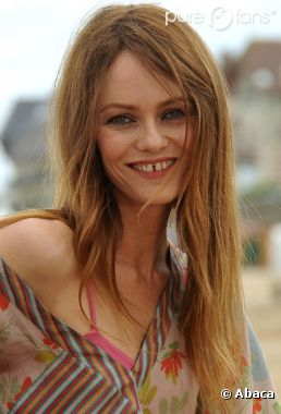 Vanessa Paradis, tout sourire à Cabourg !