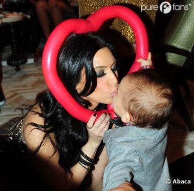 Kim Kardashian adore son rôle de tata !