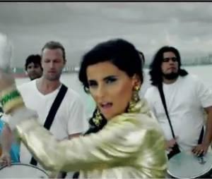 En montagne ou près de la mer, Nelly Furtado nous fait danser