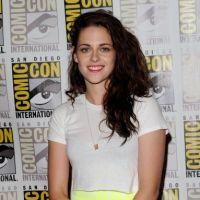 Kristen Stewart : c'est quoi ces seins ?! Chaussettes dans le soutif, opération discrète ou rumeur ?