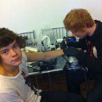 Harry Styles a Ed Sheeran dans la peau, la preuve avec son tatouage ! (PHOTOS)