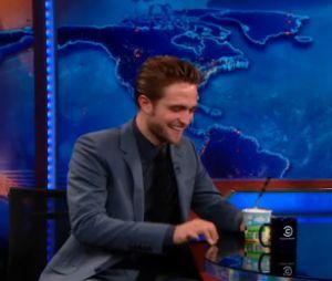 Robert Pattinson interviewé par Jon Stewart dans le Daily Show