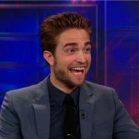 Robert Pattinson : dérision et humour pour parler de Kristen Stewart pour sa première interview post-scandale (VIDEO)