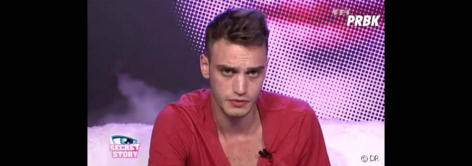 Comment pouvez-vous ne pas craquer face au regard envoûtant de Julien !