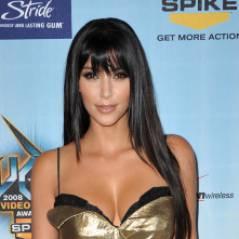 Kim Kardashian coquine : elle pince les fesses de Kanye West en public !