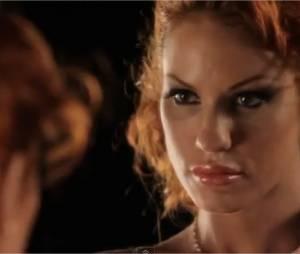 Anne-Krystel joue le jeu dans sa vidéo promotionnelle hyper sexy
