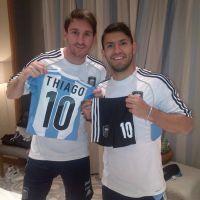 Messi : Sergio Agüero lui file un cadeau 100% foot pour son petit Thiago (PHOTO)