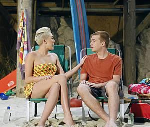 Angus T. Jones avec Miley Cyrus dans un épisode récent de Mon Oncle Charlie