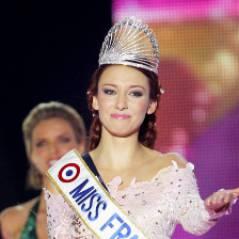 Miss France 2012, Delphine Wespiser rend sa couronne, retourne chez elle et place à Miss 2013 !