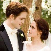 Kristen Stewart : Robert Pattinson lui dessine une bague de fiançailles ?