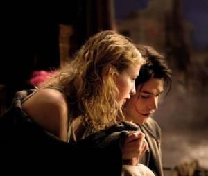 Déa et Gwynplaine au coeur d'une relation magnifique et pure dans L'Homme qui rit