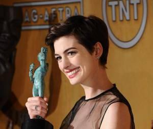 Anne Hathaway, meilleure actrice dans un second rôle aux SAG Awards 2013