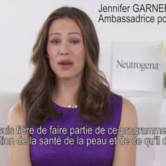 Jennifer Garner : ambassadrice de Neutrogena, elle se mobilise contre le cancer (VIDEO)