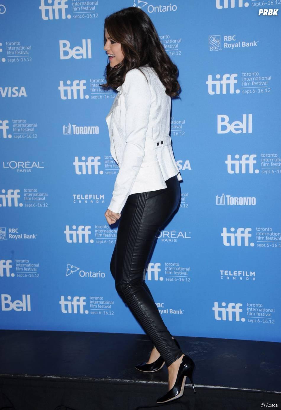 Selena Gomez, adepte du legging en cuir