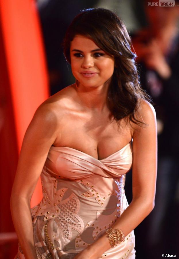 Selena Gomez opte pour le natural