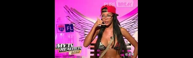 """Nabilla découvre le jeu """"Le Petit Bac"""" et multiplie les perles dans les Anges de la télé-réalité 5"""