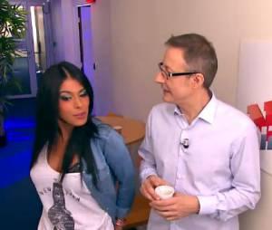 Ayem, séductrice dans une parodie de Caméra Café version NRJ12