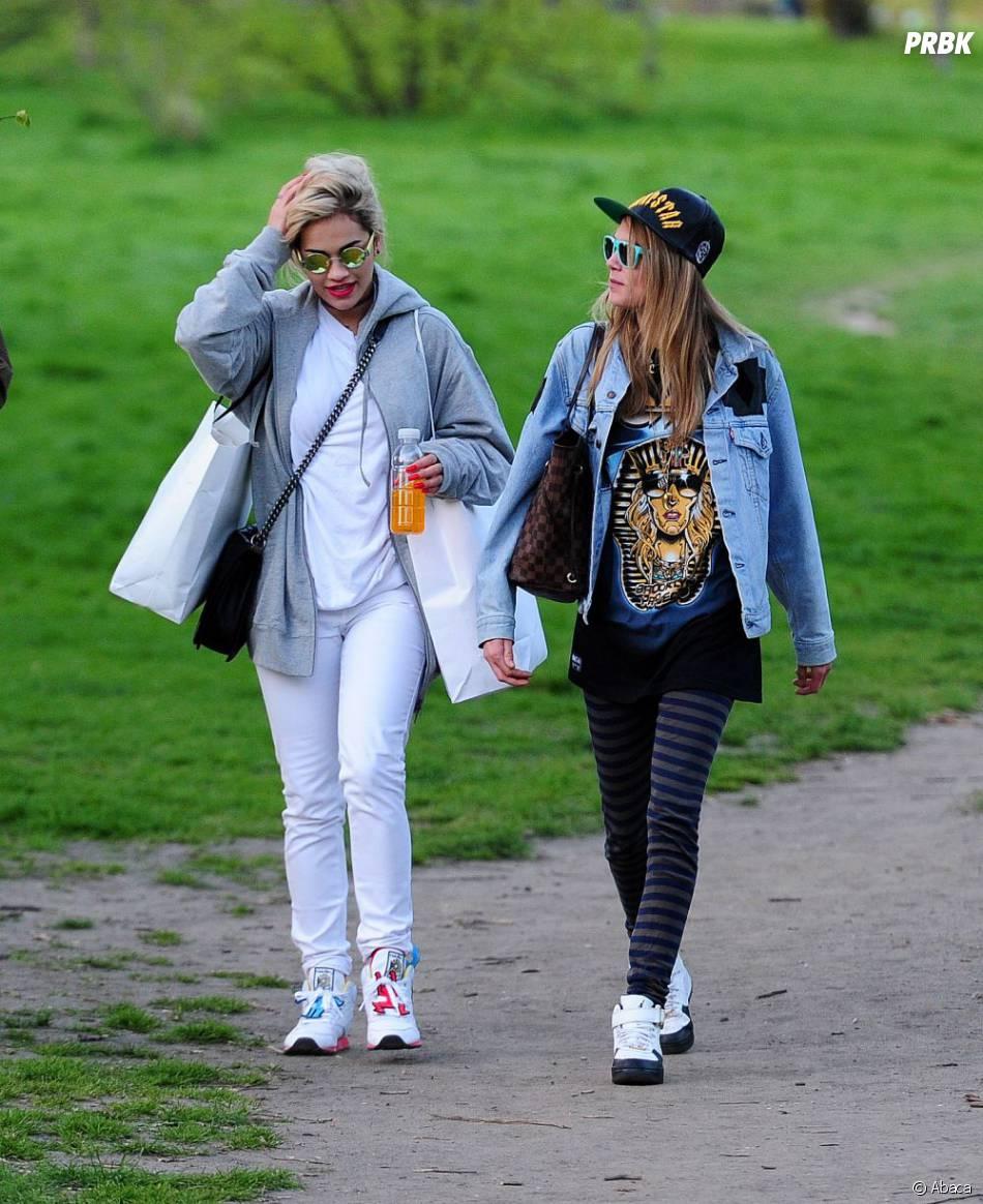 Rita Ora et Cara Delevingne se sont promenées à Londres le 3 mai 2013