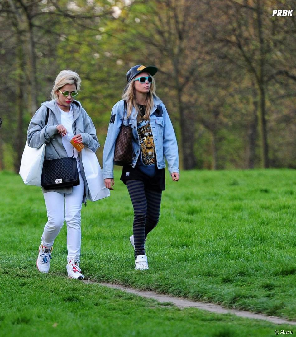 Rita Ora et Cara Delevingne presque incognito à Londres