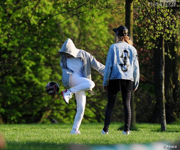Rita Ora et Cara Delevingne comme des gamines pour une sortie à Londres
