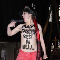 Femen : insultes, pistolet et seins nus à Notre-Dame suite au suicide de Dominique Venner