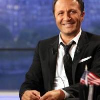 """Ce soir avec Arthur, le late show de TF1 déçoit Twitter : """"Une soirée pyjama pourrie"""""""