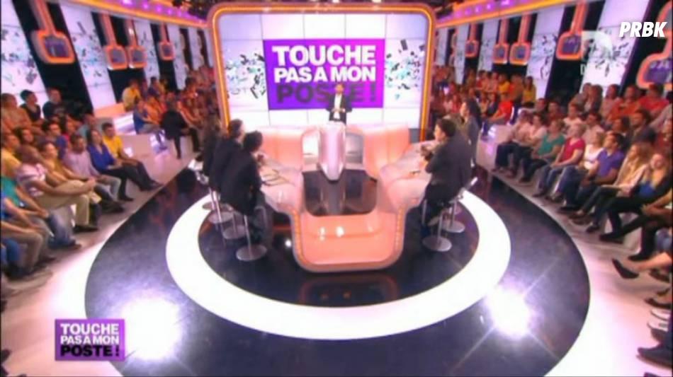 En réponse aux rumeurs, Cyril Hanouna a prouvé que l'émission Touche pas à mon posteétait diffusée en direct en appelant des inconnus