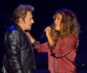 """Johnny Hallyday et Amel Bent en duo sur """"Je te promets"""" à Bercy le samedi 15 juin 2013."""
