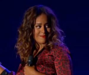 """Amel Bent chante avec Johnny Hallyday sur le titre """"Je te promets"""" à bercy le samedi 15 juin 2013."""