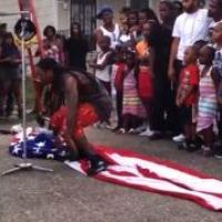 Lil Wayne provoc' : il marche sur un drapeau US pendant le tournage de son clip