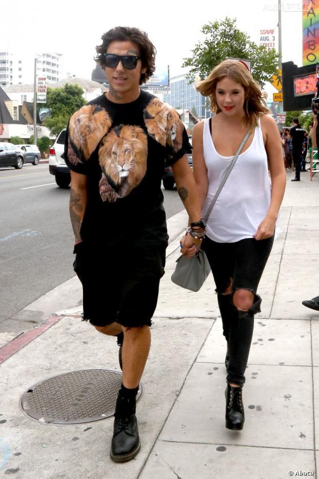 Ashley Benson s'affiche avec son nouveau petit-ami à Los Angeles le 20 juillet 2013