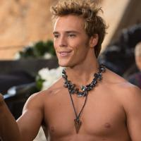 Hunger Games 2 : Sam Claflin torse-nu pour incarner Finnick