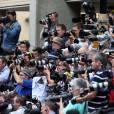 Carole et Michael Middleton : mitraillés par les photographes devant le St Mary's Hospital, le 23 juillet 2013 à Londres