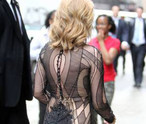 Kylie Minogue en robe sexy transparente le 17 juin 2013 à New-York
