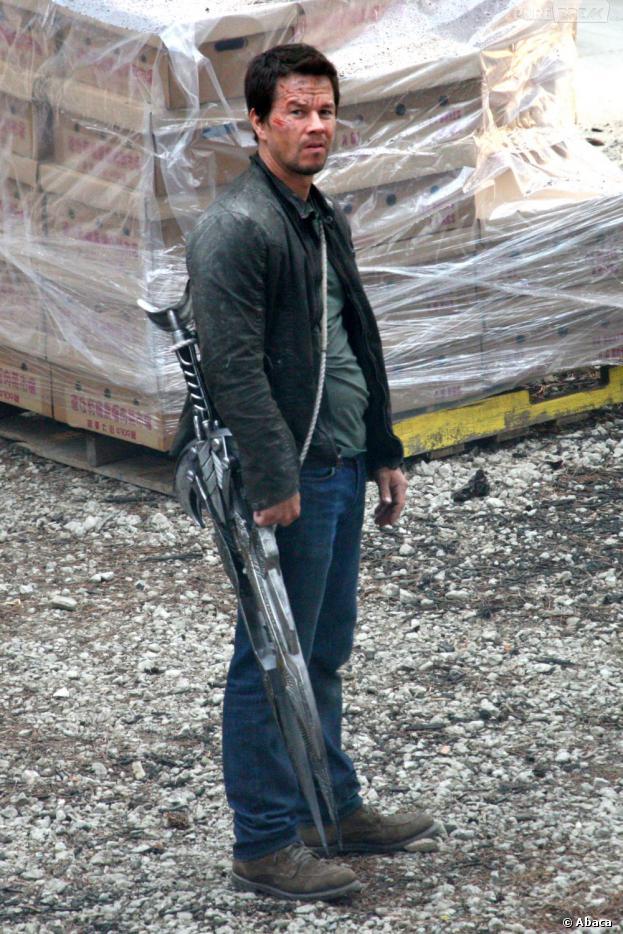 Mark Wahlberg en sang sur le tournage de Transformers 4, le 31 juillet 2013 à Detroit